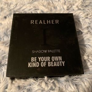 Realher neutral shadow palette